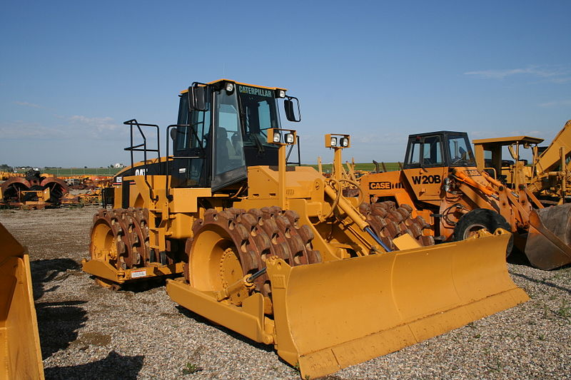 Caterpillar_825G_Soil_Compactor