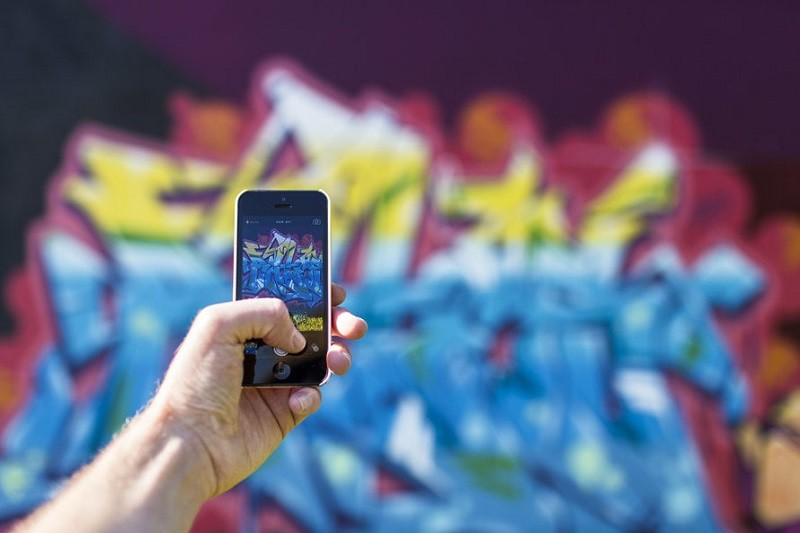 iphone-smartphone-taking-photo-graffiti-large