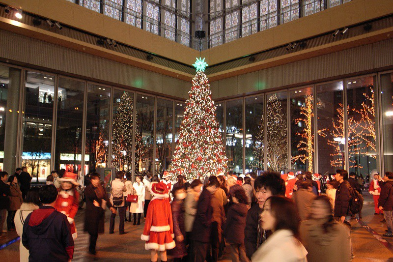 Christmas_tree_in_marunouchi